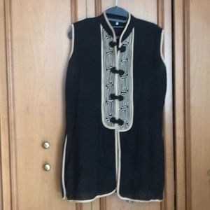 SLEEVELESS ASIAN TOP WITH FROG CLOSURES